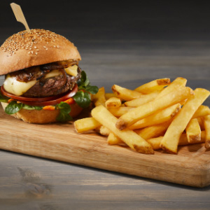 Burger Gourmet s hranolky Home Style Skin On
